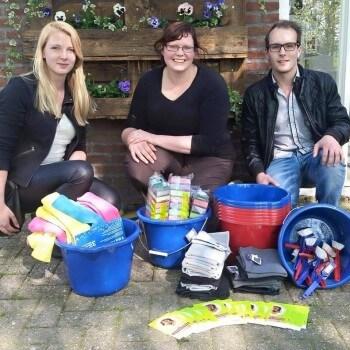 Schoonmaakspullen gedoneerd aan dierenasiel